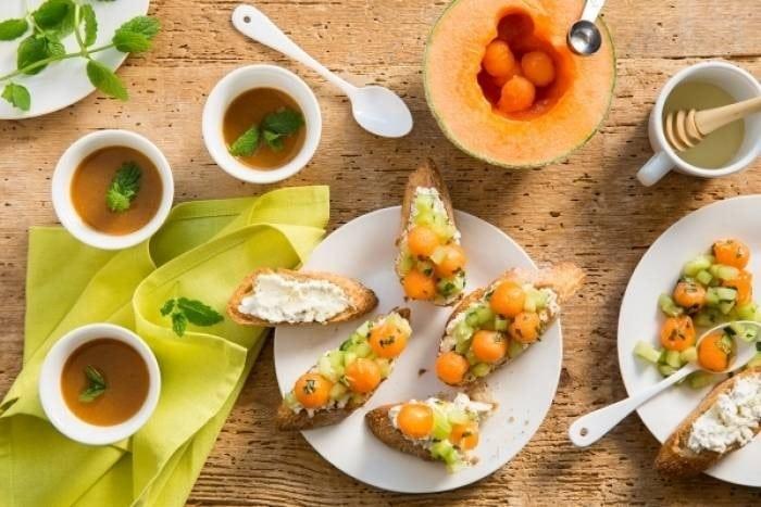 Bruschetta rafraîchissante melon, concombre et miel